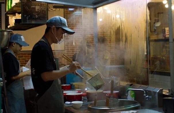 Kucharz w pracy